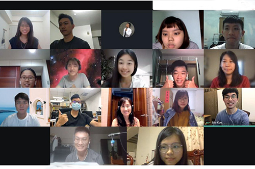 5月31日首次舉辦線上同步English Corner英語口說活動,不但台灣各地的中大學生齊聚一堂,更有畢業校友網路報名參與。照片語言中心提供
