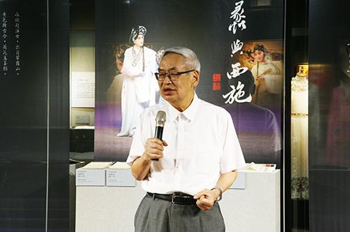 曾永義是臺灣首位戲曲院士,除了學術成就,也是臺灣當代崑曲創作最豐富的作者。照片崑曲博物館提供