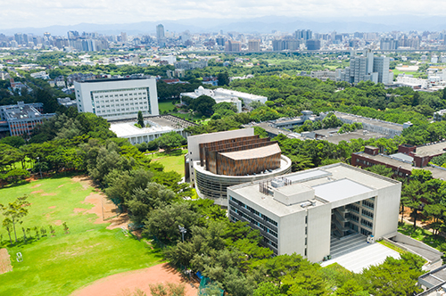 《遠見雜誌》公布之「台灣最佳大學排行榜」,中央大學以優異的辦學,位居綜合大學全國第五。照片秘書室提供